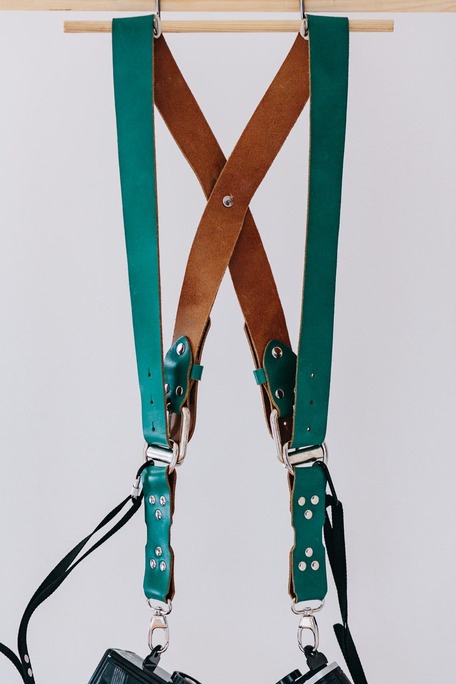 Gunslinger Dual Camera Harness Strap Sling Leather Funky Colour Green 2